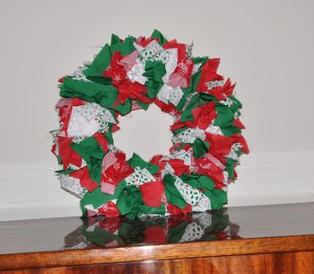 Free Christmas Sewing Projects http://www.kids-sewing-projects.com/homemade-christmas-wreath.html